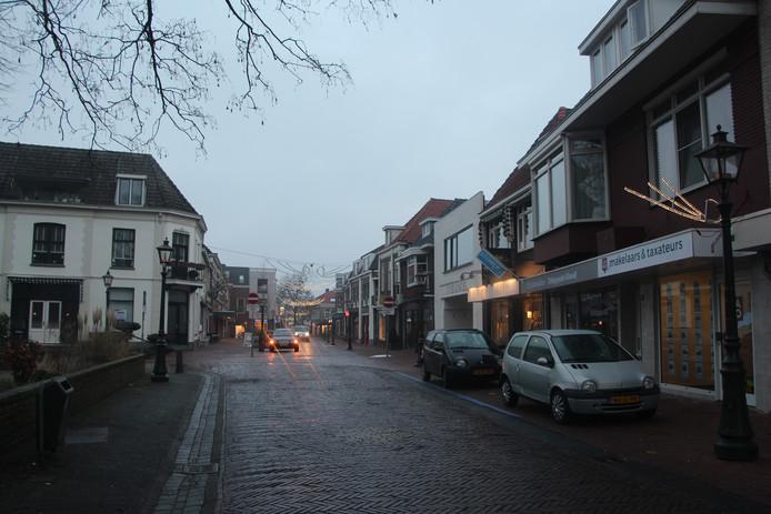 Het Muraltplein met rechts vooraan CARO. Links achter het hoekpand van Bijker.