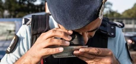 Marechaussee plukt buitenlanders met valse papieren van snelweg; Braziliaan toont drie nepdocumenten