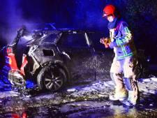 Brand verwoest auto in Budel-Dorplein