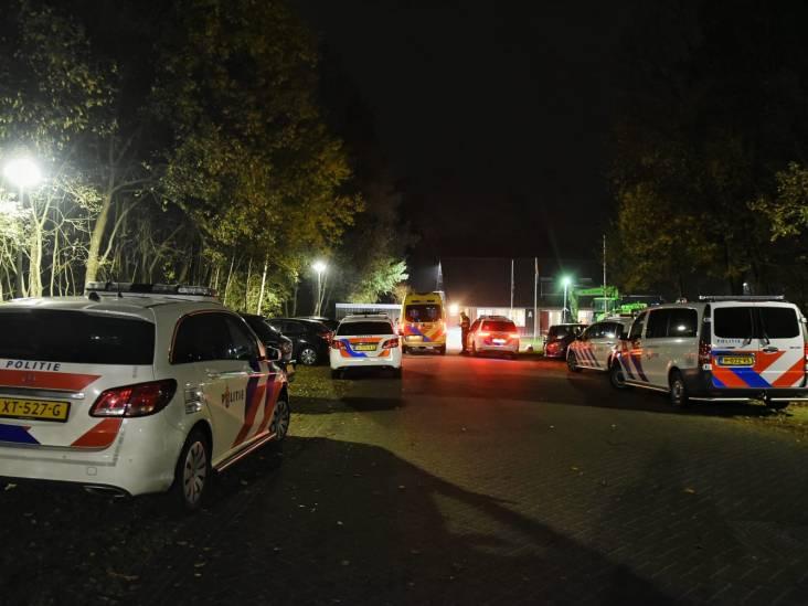 Jonge asielzoeker zwaait met mes in azc Oisterwijk tijdens quarantaine van 42 jongeren, beveiliging op scherp