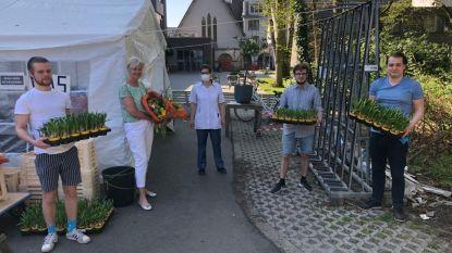 Jong Vld steekt bewoners woonzorgcentra en serviceflats een hart onder de riem met paasbloemen