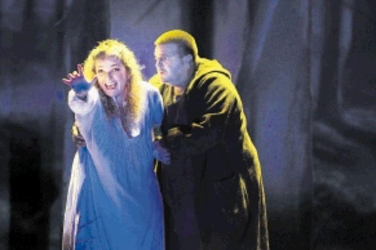 Sieglinde (Kelly God) en Siegmund (Michael Weinius) in 'Die Walkÿre'. (FOTO'S MARCO BORGGREVE) Beeld