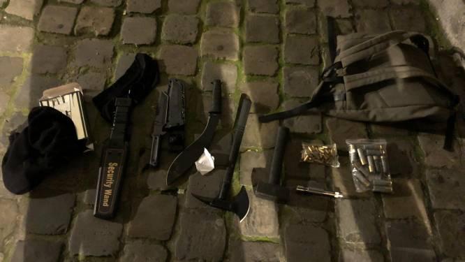 """Gewapende man opgepakt aan Brussels politiekantoor met machete, bijl en andere steekwapens: """"Geen linken met terreur"""""""