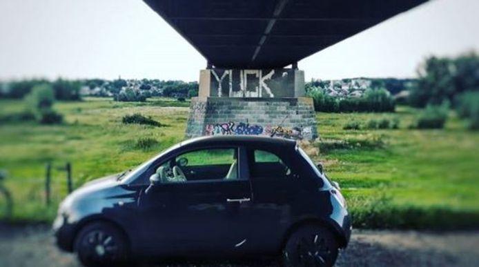 De in Tiel gestolen auto werd ontdekt op de Marsdijk in Lienden.