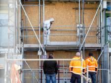 Bewoners van Arnhemse rampflat ongerust: trappenhuis dicht om asbestsanering