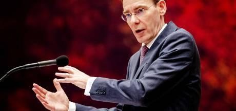 Staatssecretaris overleeft motie van wantrouwen tijdens emotioneel debat, ondanks hoongelach