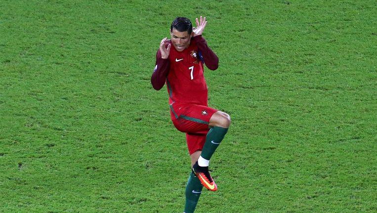 Schrikreactie Cristiano Ronaldo tijdens Portugal - Oostenrijk Beeld epa