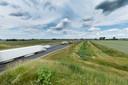 De A4 Zuid bij Steenbergen in de richting van Rotterdam. Er rijdt steeds meer verkeer over deze relatief nieuwe snelweg. Natuurorganisaties zijn bezorgd over de fijnstof en over de aanleg van extra bedrijventerreinen tussen Rotterdam en Antwerpen.