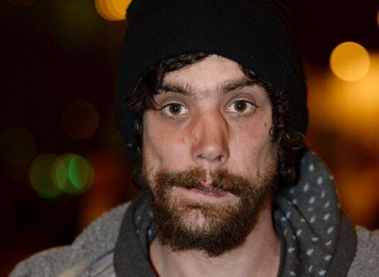 De dakloze Chris Parker (33) werd als held onthaald na de aanslag in Manchester, maar hij beroofde enkele slachtoffers.