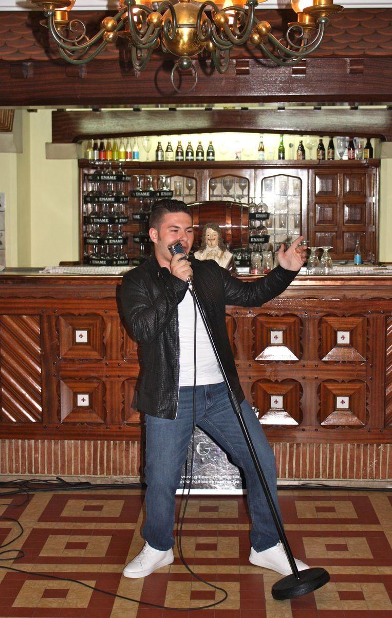 Gilles Simoens stelde in Brouwerij Roman zijn nieuwe single 'Wat een nacht' voor.