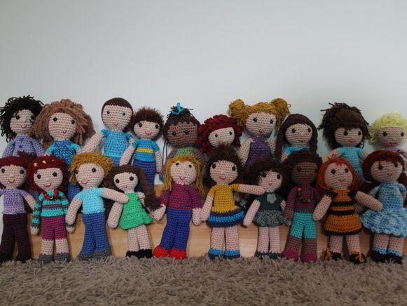 De gehaakte popjes zijn in klassen verdeeld. Dit is klas 19c.