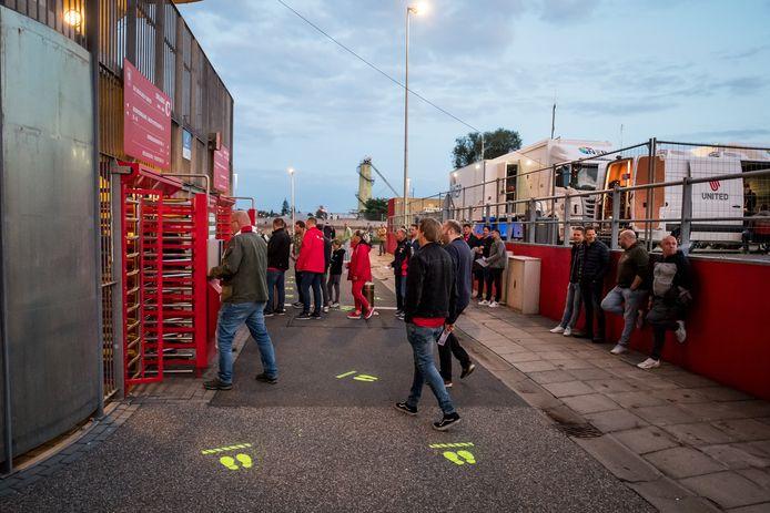 Supporters van FC Twente hielden zich zaterdag bij de wedstrijd tegen Fortuna Sittard over het algemeen goed aan de opgelegde tijdsloten.