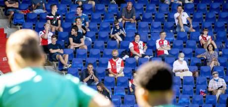 Fotoserie | Feyenoord traint voor ruim duizend fans in De Kuip