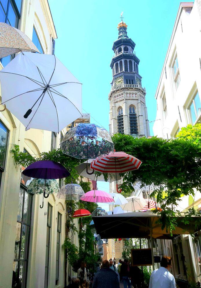 Vanuit de toren van de Lange Jan klonken zaterdag tal van songfestivalliedjes
