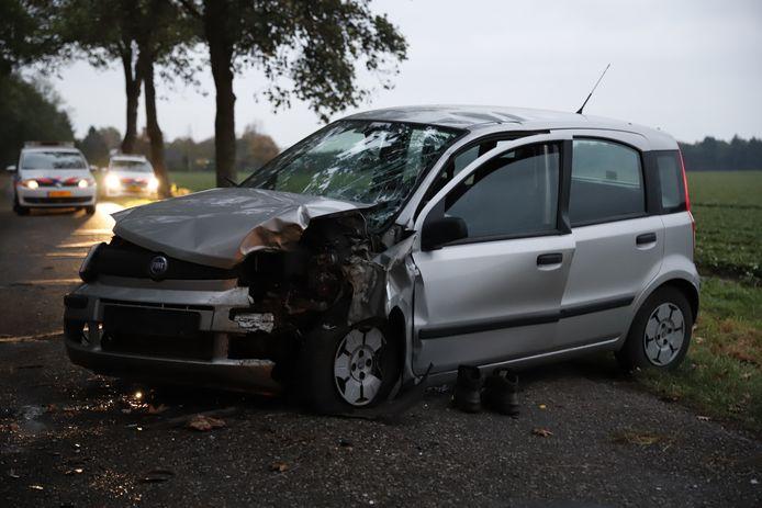 De auto met flinke schade op de Siberië in Overloon.