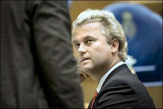 PVV-fractieleider Geert Wilders heeft bij de politie aangifte gedaan, nadat hij op de internetsite geenstijl.nl een filmpje had gezien waarin hem zogenaamd de keel wordt doorgesneden. ANP Photo