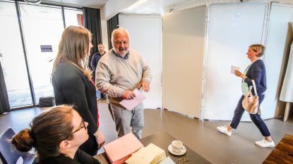"VIDEO. Jean-Marie Dedecker stemt in Middelkerke: ""Wat ik straks nog doe? Het gras afrijden"""