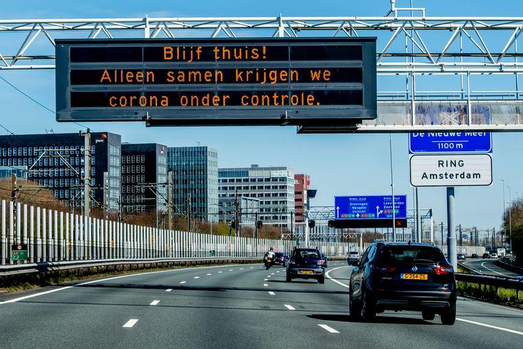 Een waarschuwing op de rijksweg A4. Beeld Robin Utrecht