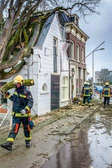 Door boom getroffen winkel wil snel weer open, 'hulde aan de hulpdiensten'