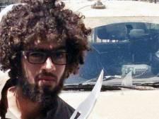 Wie is die met een zwaard zwaaiende hipster van IS?