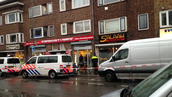 De politie valt in februari 2016 eetcafé Salaam in de Utrechtse Kanaalstraat binnen.
