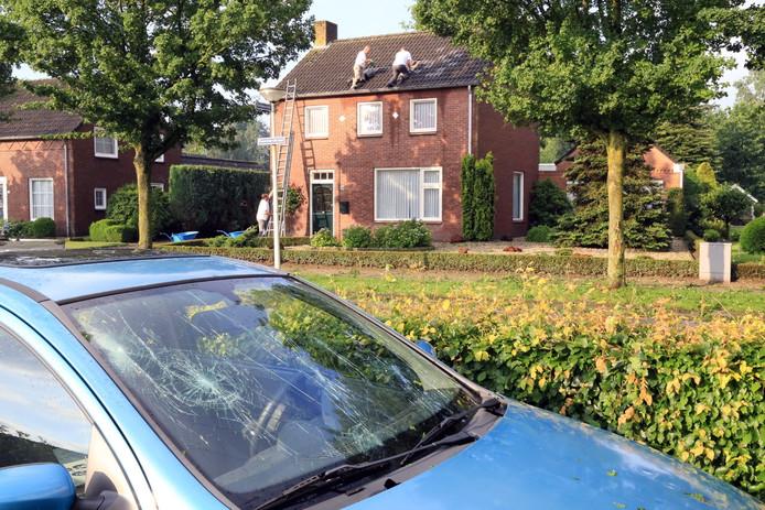 Schade aan auto's en daken in Someren.