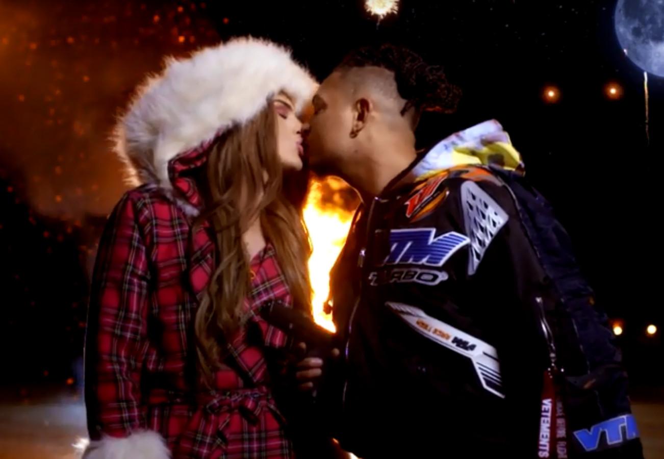 Famke Louise en Ronnie Flex zoenen elkaar in de nieuwe videoclip