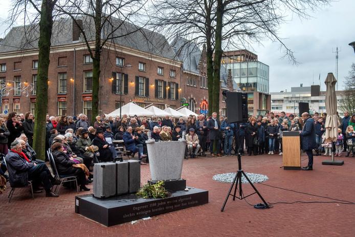 Holocaustherdenking op de Jonas Daniel Meijerplaats.