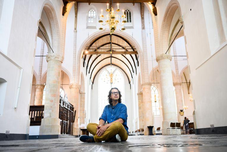 Pianist Hannes Minnaar in de Grote Kerk in Naarden. Beeld Bram Petraeus