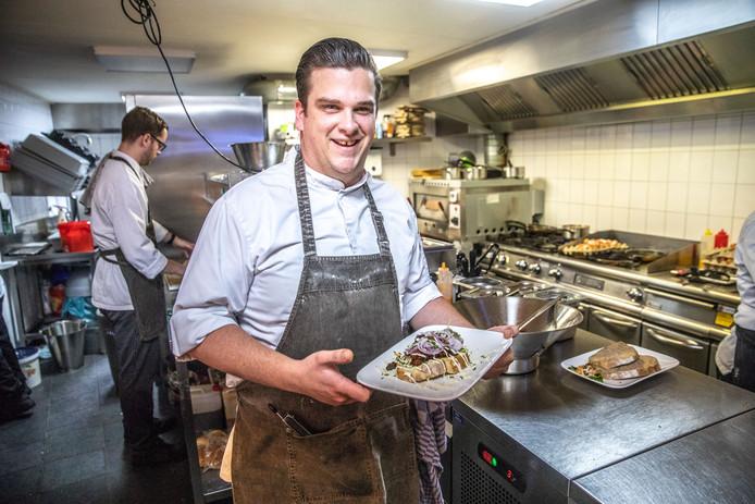 Mitchel Bredewold (28) is souschef bij Stadscafé Blij. Hij werkt al sinds de start in de restaurantkeuken van het Zwolse café.