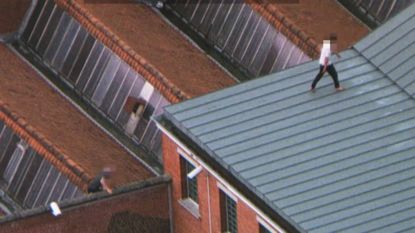 Luchtpolitie filmt gevangenen die proberen te vluchten via het dak