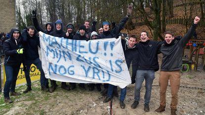 Fans spelen cupido voor Mathieu van der Poel op Druivencross