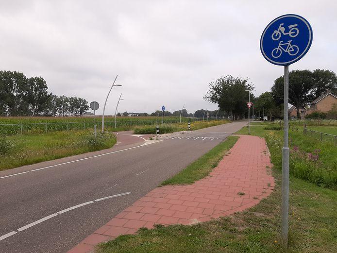 Het nieuwe fietspad zal aansluiten op het pad dat al langs de d'Oultemontweg in  Elshout ligt. Het loopt aan de zuidkant, op de foto links.