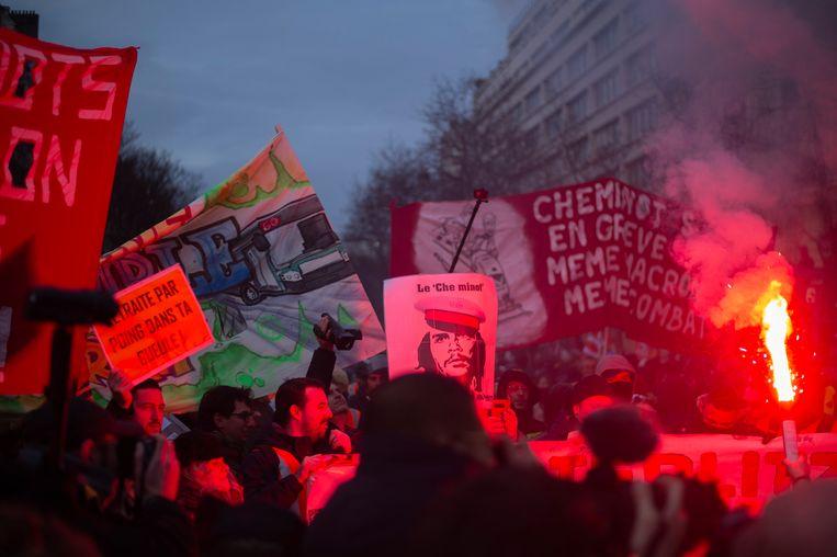 Vandaag trokken zo'n 39.000 manifestanten door de straten van Parijs.