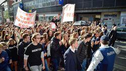 Politie blokkeert 1.000 leerlingen die in protestmars stappen