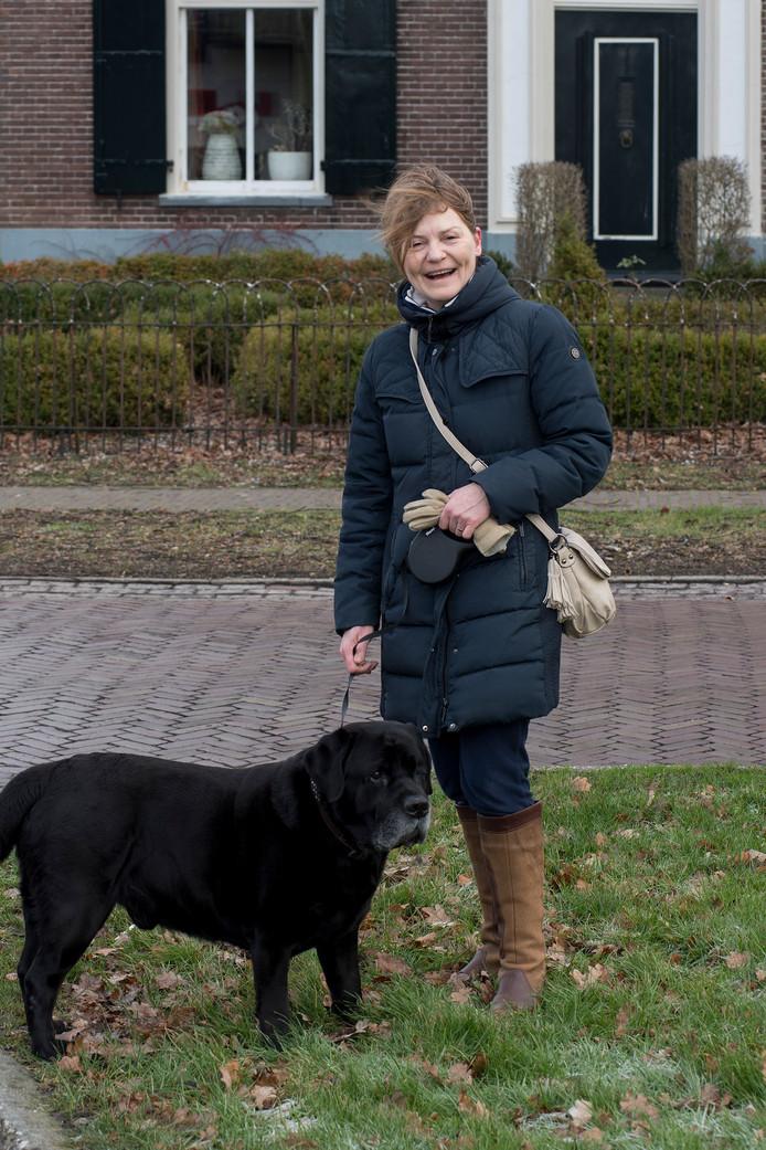 Nathalie Roodveldt met haar hond Zino.