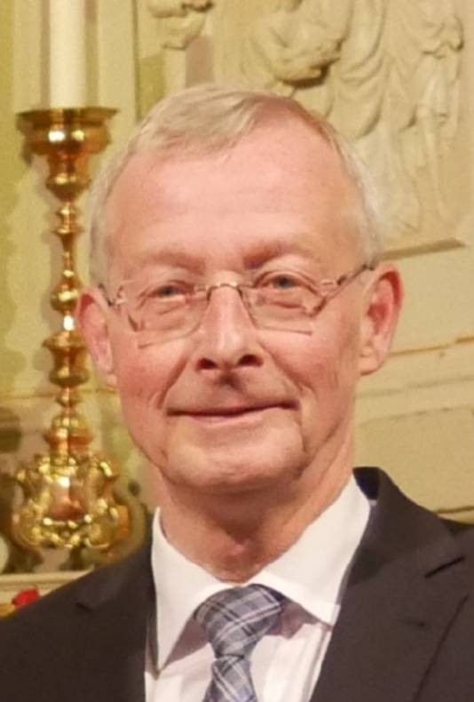 De heer M.P.M. (Tiny) van Kempen (62), wonende te Udenhout.