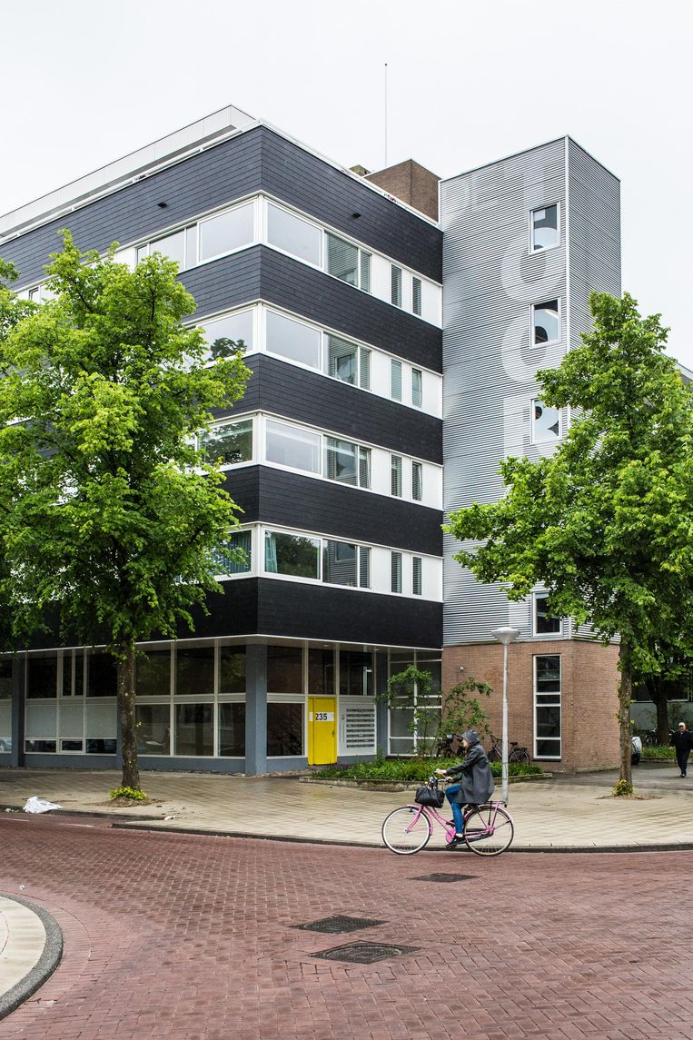 De Toorop op de hoek van de Jan Tooropstraat en de Marius Bauerstraat bij het August Allebéplein in West Beeld Floris Lok
