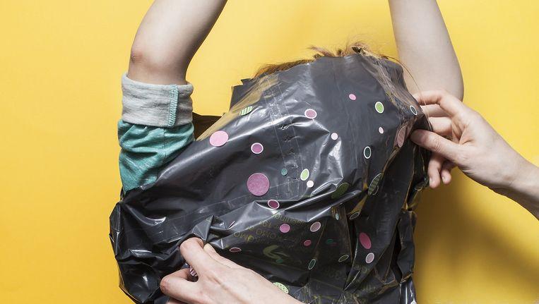Het maatpak van een vuilniszak getipt door couturiers Viktor & Rolf. Beeld Michiel Spijkers