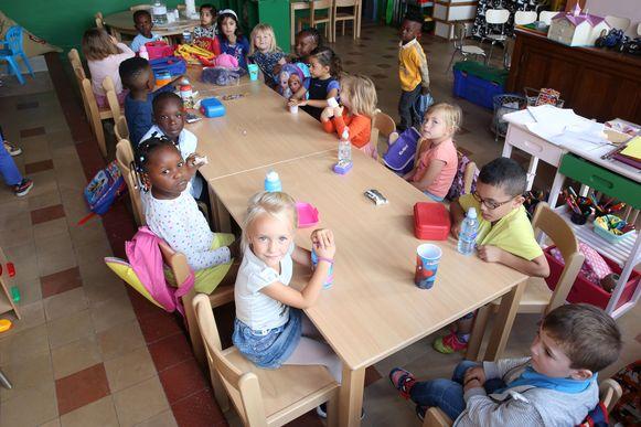 De allereerste schooldag op De Winde in september 2016. Toen begonnen met meer dan zeventig kinderen, vandaag zitten er bijna 150 leerlingen en kleuters.