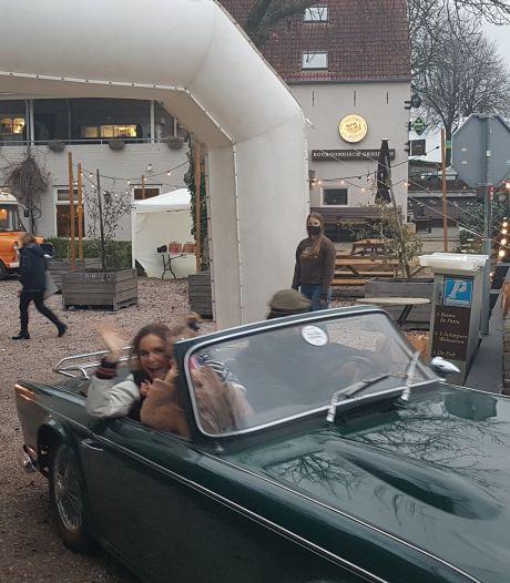 Naar elkaar zwaaien bij Drive & Dine in Bommelerwaard: 'Restaurantroute mag blijvertje worden'