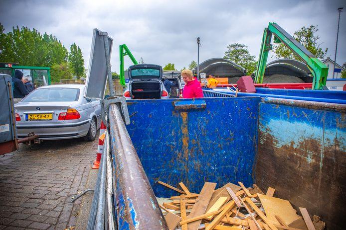 Door de verkoop van de gemeentewerf in 's-Gravenzande is het nu in Naaldwijk extra druk.