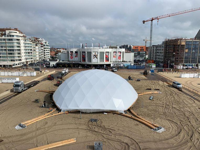 Mise en Plage: De indrukwekkende 'Big Buck'-tent is ondertussen in opbouw