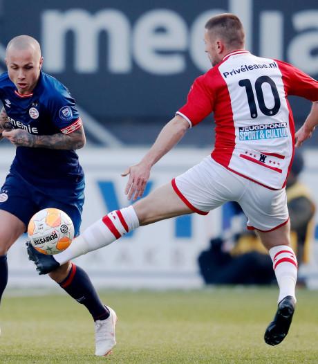 LIVE | Emmen-invaller Pedersen brengt spanning terug in duel met PSV