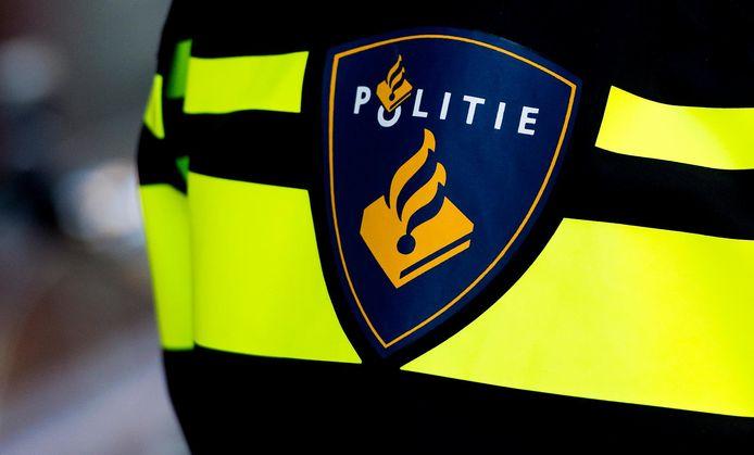 De medewerkers namen voetbal- en concertkaarten aan van de eerder dit jaar ontslagen politiecommissaris Ad Smit.