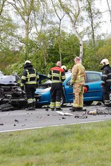 Man komt om bij frontale botsing auto en vrachtwagen in Deurne