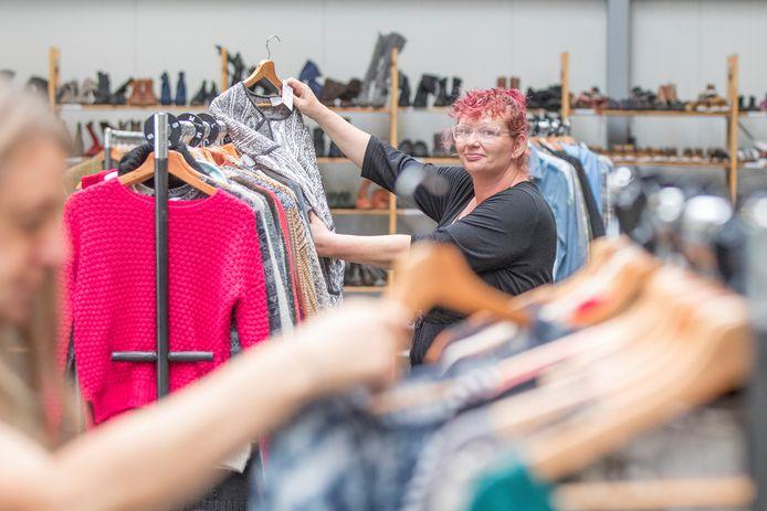 Josephine Hanse uit Kruiningen bezocht vorig jaar de winkel van de Kledingbank in Kruiningen. Dit voorjaar is de kledingactie vanuit een pand in Yerseke.