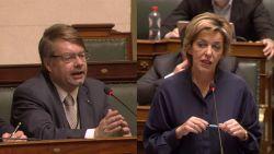 """""""Penris heeft alcoholprobleem"""": Vlaams Belanger trekt zich terug uit politiek na trut-incident"""