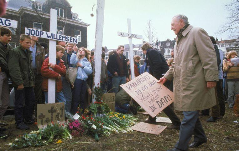 Demonstratie voor het Amerikaanse consulaat op het Museumplein naar aanleiding van de vier vermoorde Nederlandse Ikon journalisten in El Salvador Beeld ANP