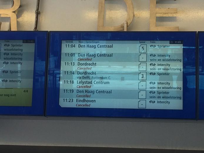 Door een grote sein- en wisselstoring rijden er geen treinen van en naar Den Haag Centraal